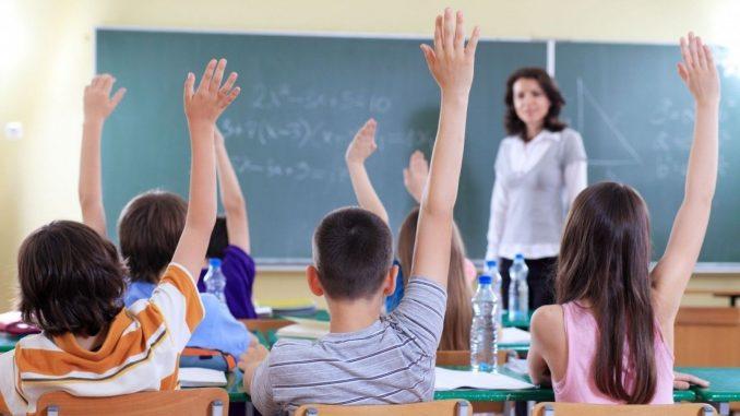 """""""Profesori motivați în școli defavorizate"""" –  Programul de Guvernare 2017-2020"""